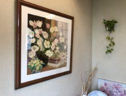 エレンガンの作品を玄関に飾る